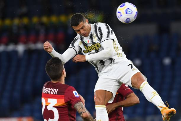 serie-a-:-un-double-de-cristiano-ronaldo-permet-a-la-juve-de-glaner-un-point-contre-l'as-rome